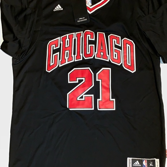 new product 6ab2c 35a41 Jimmy Butler Chicago Bulls Sleeved Jersey #21 NWT
